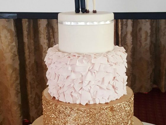 wc100-novelty-couple-wedding-cake