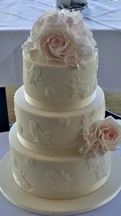 wc77-ivory-rose-wedding-cake
