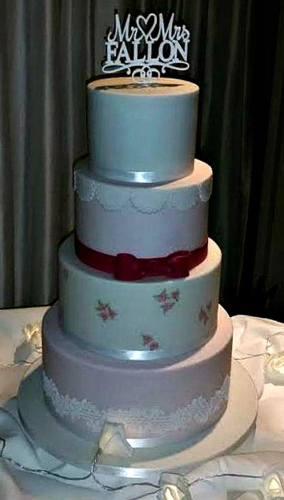WC112-Mr-Mrs-Fallon-Wedding-Cake