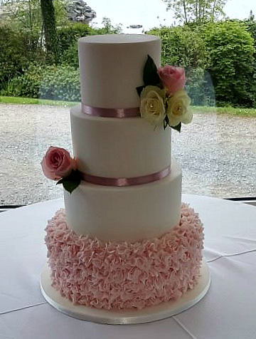 WC118-Pretty-Pink-Petals-Wedding-Cake