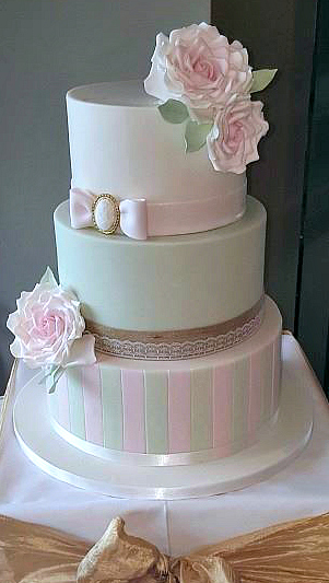 WC123-Beautiful-Pink-Mint-Wedding-Cake