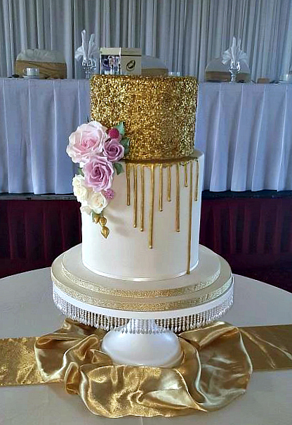 WC126-Golden-Glamour-Drip-Wedding-Cake