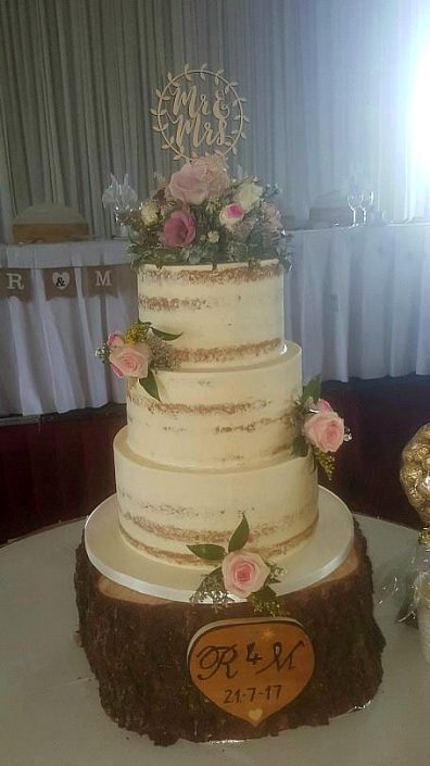 WC130 Rustic Heart Mr & Mrs Wedding Cake
