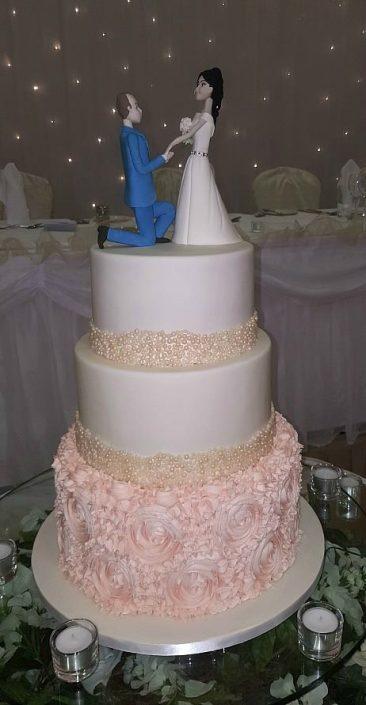 WC132 Elegant Couple Novelty Wedding Cake