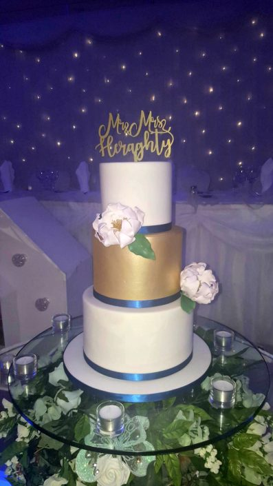 WC140 Mr Mrs Glamourous Wedding Cake