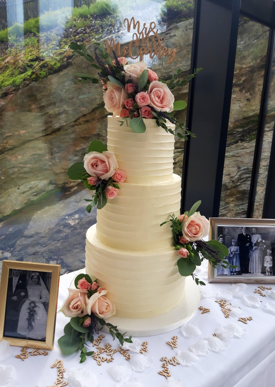 Love Memories Wedding Cake WC154