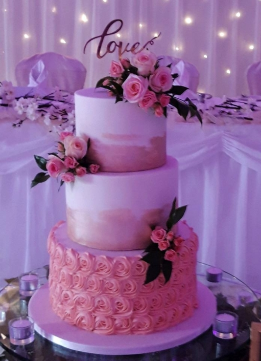 Love & Roses Wedding Cake WC183