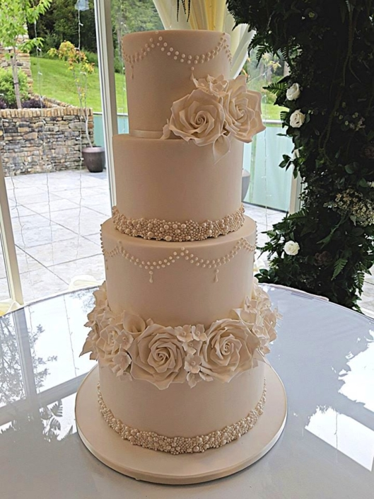 Timeless Classic Wedding Cake WC187