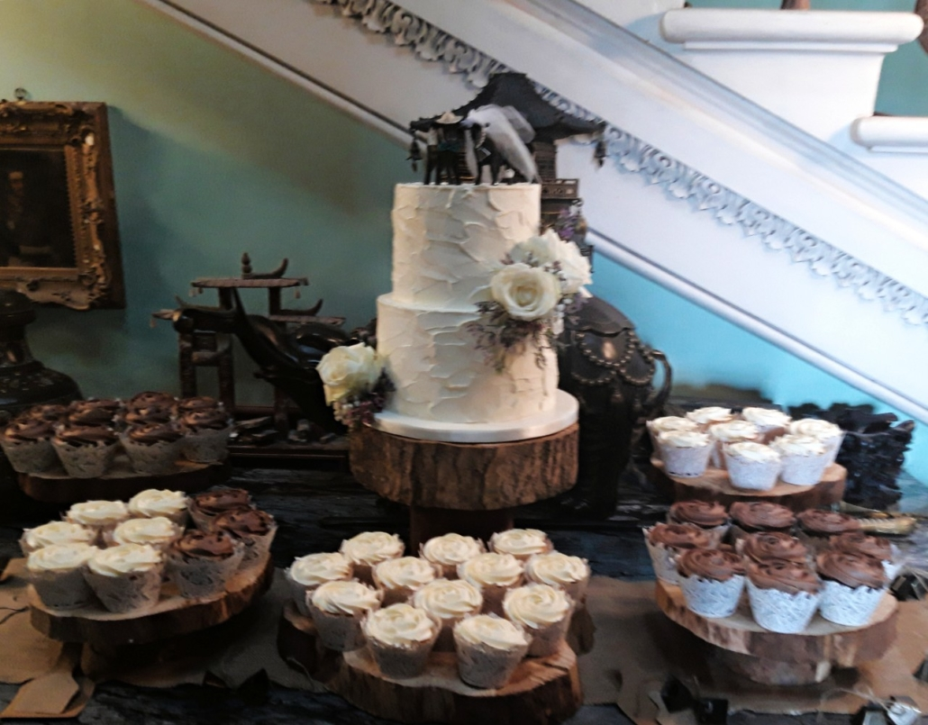 Wedding Cakes and Cupcakes WC149